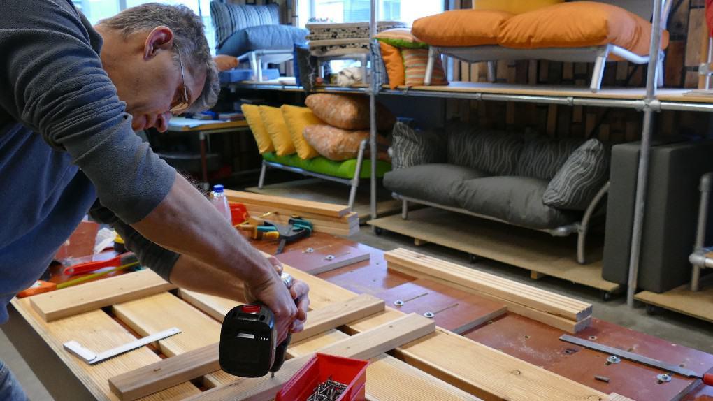 atelier van steigerbuizen loungebanken en steigerbuizen lounge stoelen